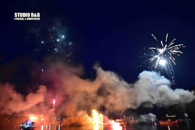 Με δεκάδες βεγγαλικά εκαναν ανάσταση στο Τολό Αργολίδας (βίντεο)