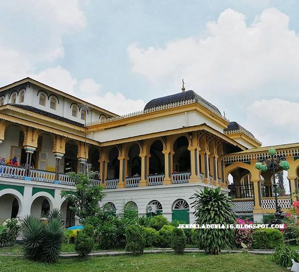 Berwisata ke Objek Wisata Situs Sejarah Istana Maimun