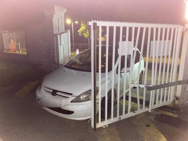 Doubs : Un automobiliste fonce délibérément sur le portail de la gendarmerie de Baume-les-Dames