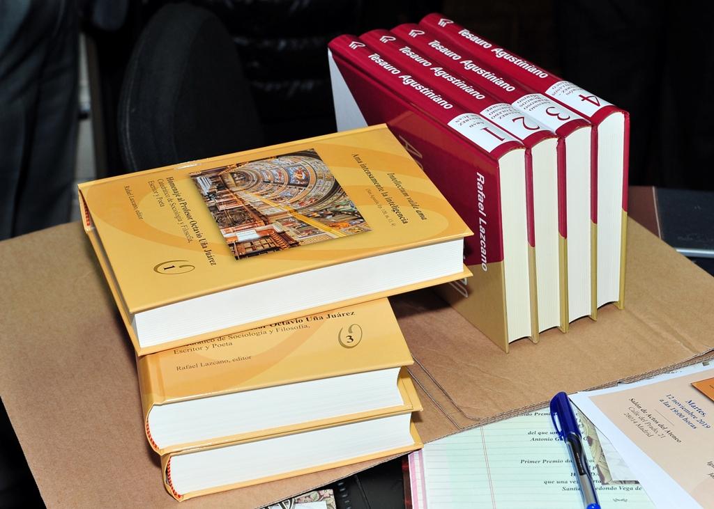 LOs tres tomos del libro-homenaje a Octavio Uña