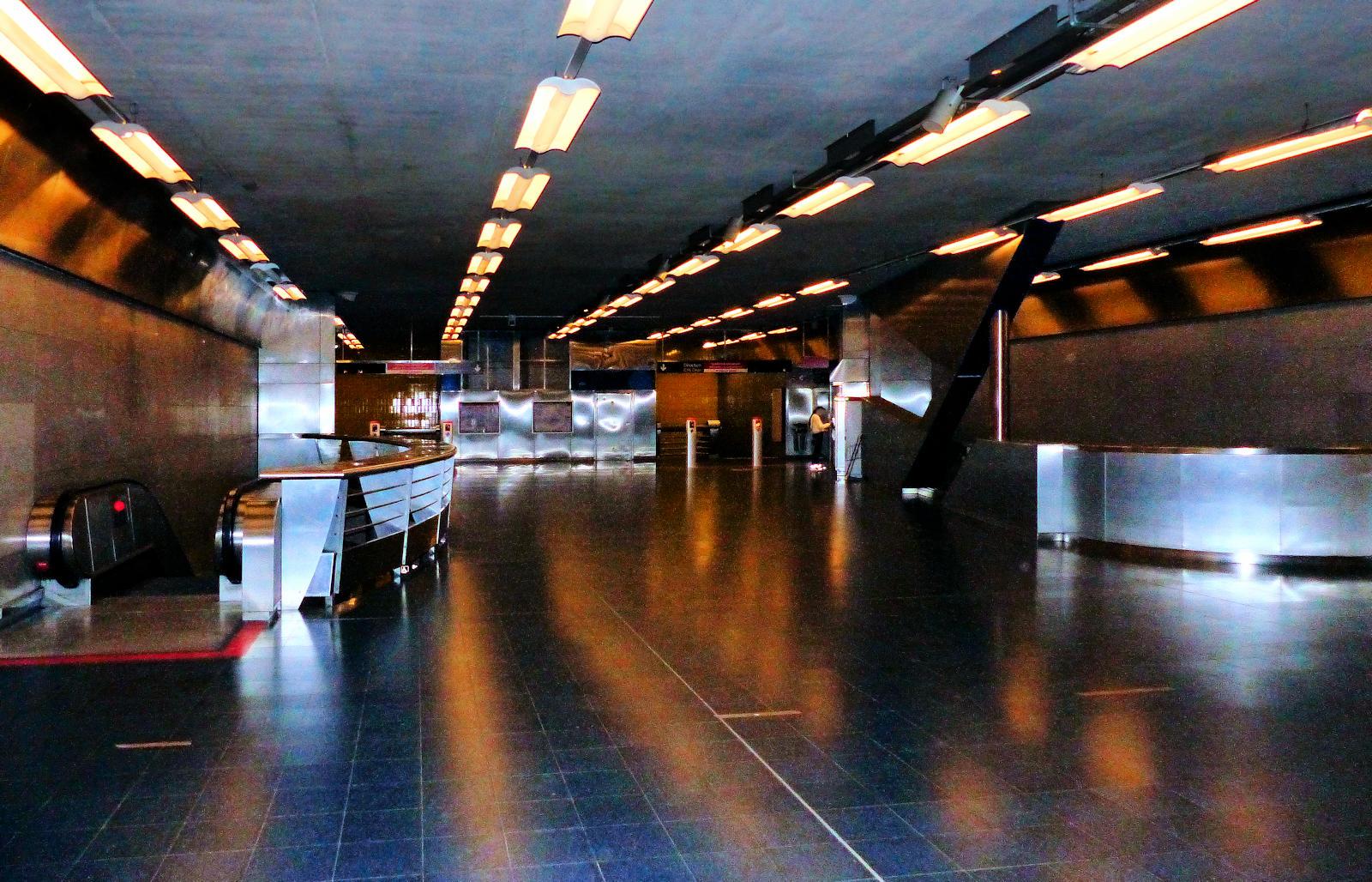 """Station Métro """"Gare de Tourcoing"""" - Tourcoing, place Sébastopol."""