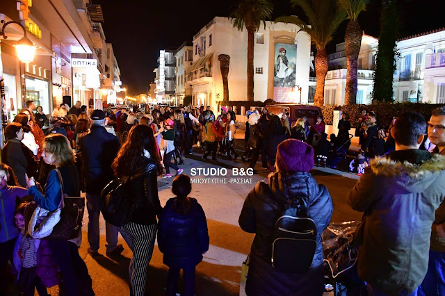 Με ανταπόκριση του κόσμου η Μαραθώνια νύχτα προσφορών και εκπτώσεων στο Ναύπλιο