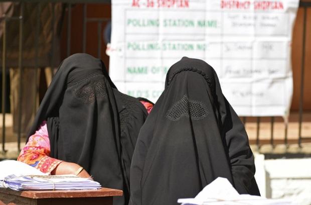 Talibanes aseguran buscar reconciliación y que mujeres podrán trabajar según Islam