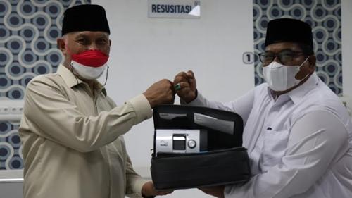 Gubernur Sumbar Serahkan Dua Ventilator Dari Presiden RI Untuk RSUD Padang Pariaman