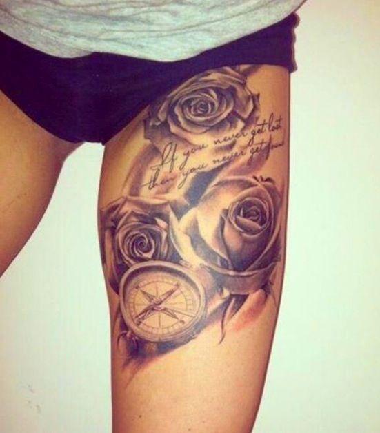 Chica en ropa interior con un tatuje de rosas en el muslo
