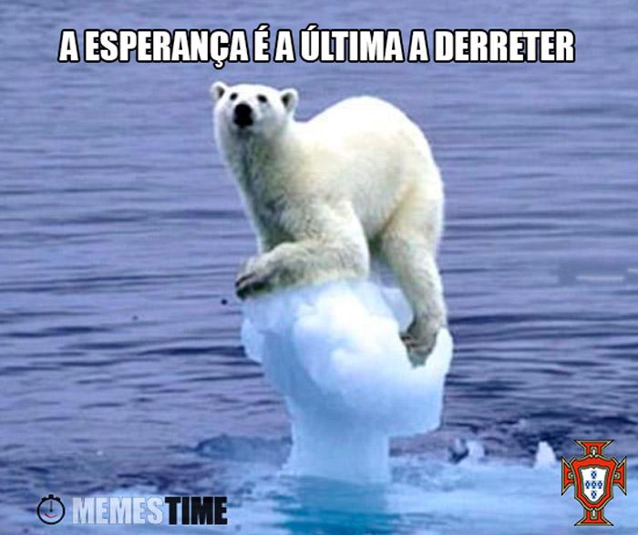Meme Urso Polar num Icebergue com o Emplastro – A esperança é a última a derreter