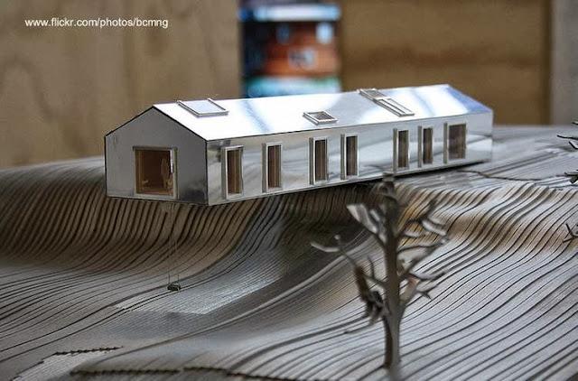 Maqueta arquitectónica de casa moderna tipo granero