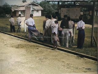 papan publikasi mestika dan sekumpulan orang batak toba