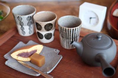 生坂村の陶芸家なかがわひとみさん(月日工房)の湯呑とお皿