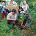 Kompak ! TNI - Polri Bersama Masyarakat Pronojiwo Lumajang Tanam Pohon di Kawasan Hutan Penyangga TNBTS