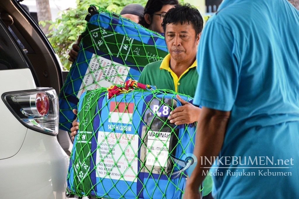 Jelang Pemberangkatan, Calon Haji Kebumen Kumpulkan Koper