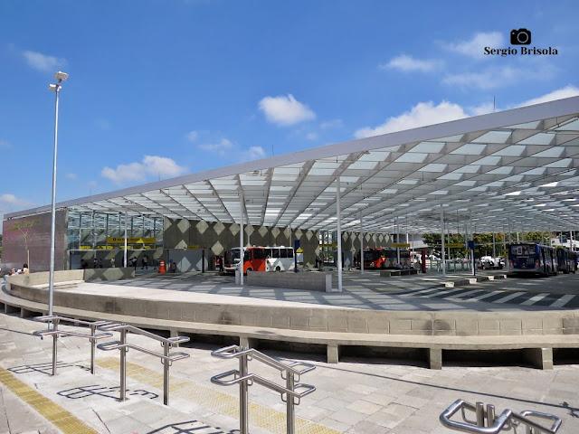 Vista ampla da Estação São Paulo - Morumbi - Metrô e Terminal - Butantã - São Paulo