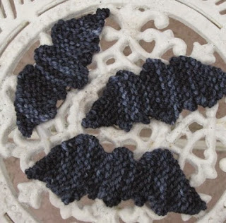 http://translate.google.es/translate?hl=es&sl=en&tl=es&u=http%3A%2F%2Fwww.naturalsuburbia.com%2F2010%2F10%2Fhalloween-knitted-bat-pattern-and.html
