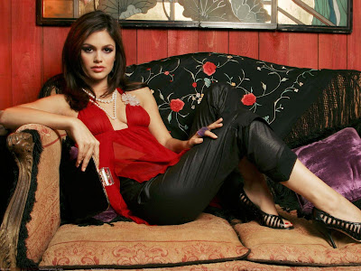 Little Baby Girl Hd Wallpaper Rachel Sarah Bilson Hot Hd Wallpapers Fun Hungama
