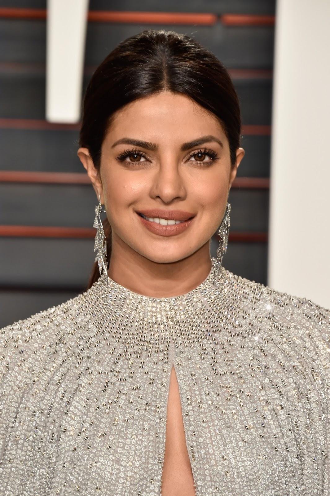 High Quality Bollywood Celebrity Pictures Priyanka Chopra -4074