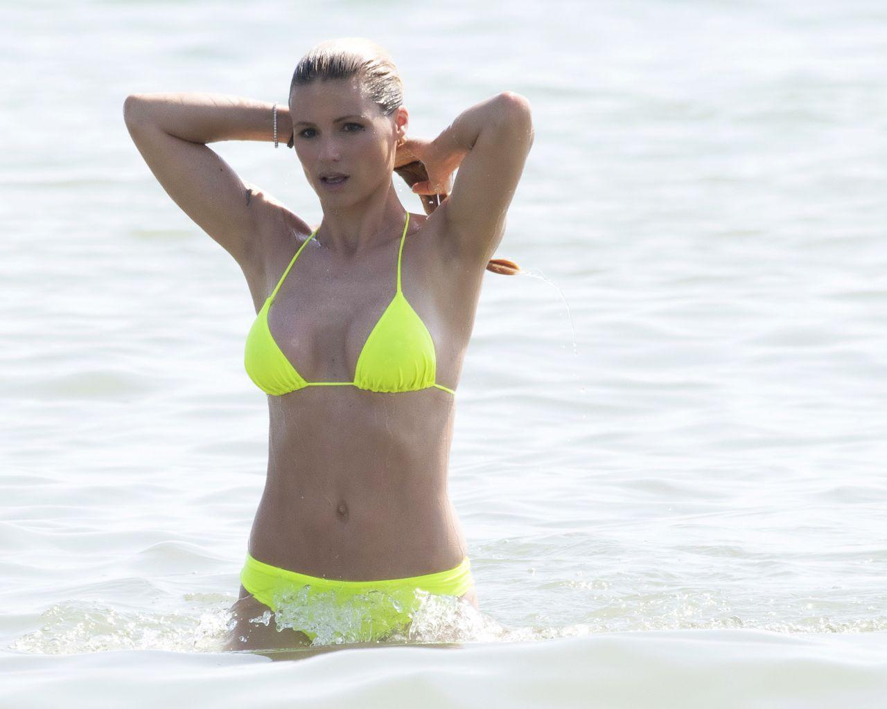 Michelle Hunziker In A Bikini On The Beach In Milano Marittima 07 Images, Photos, Reviews