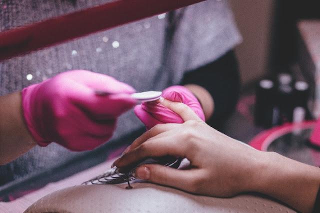 Como ganhar dinheiro com manicure