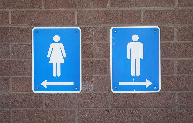 Toilette pubblica per uomini e donne