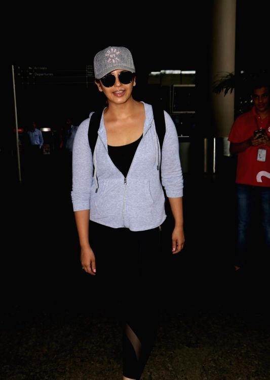 Indian Beautiful Actress Huma Qureshi Without Makeup Face ❤