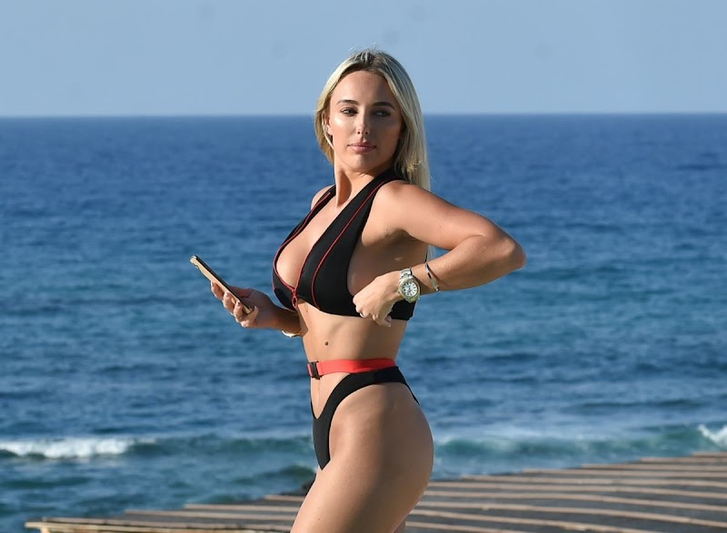 Amber Turner Clciked in BIkini at a Pool in Crete 29 Aug -2020