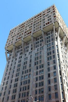 Torre Velasca-Milano-architettura-grattacielo