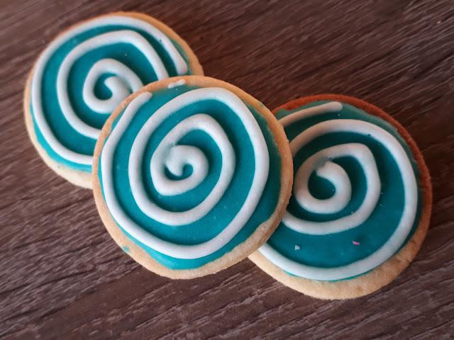 Keks der Woche: Kreis in Türkis mit Royal Icing, Hypnose, Spirale