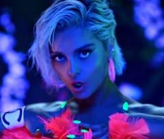 Bebe Rexha lança clipe com David Guetta
