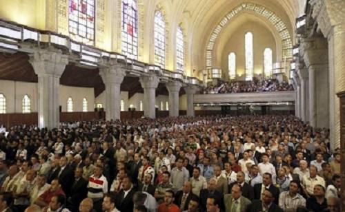 غضب عدد من الاقباط من تصرف بعض الكهنة اثناء القداس