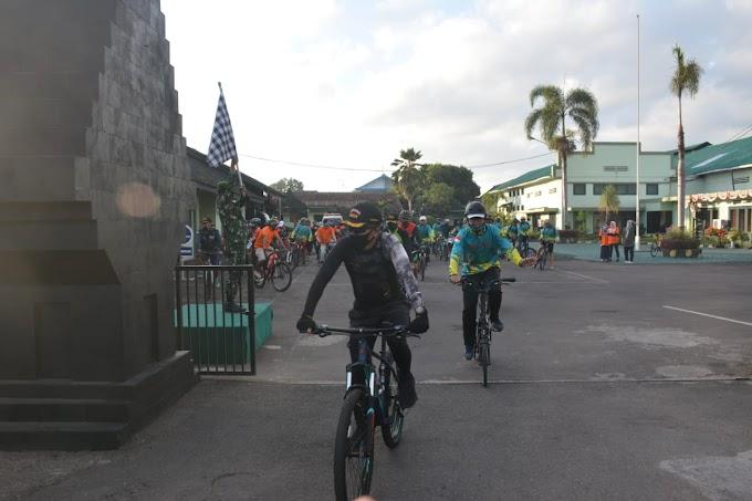 Penambah Imun Tubuh , Kodim 0824 Dan Cabang  Bank  Mandiri Goes Bersepeda Tempuh 15 Kilometer