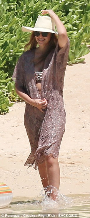 Jessica Alba in bikini in Hawaii