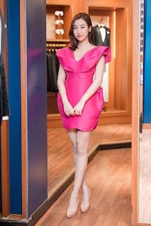 Dàn hoa hậu mừng Ngọc Hân mở cửa hàng thứ năm