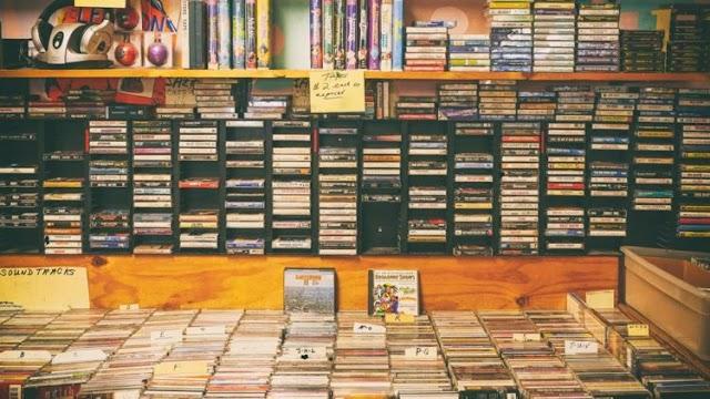 Usaha rental buku dan film