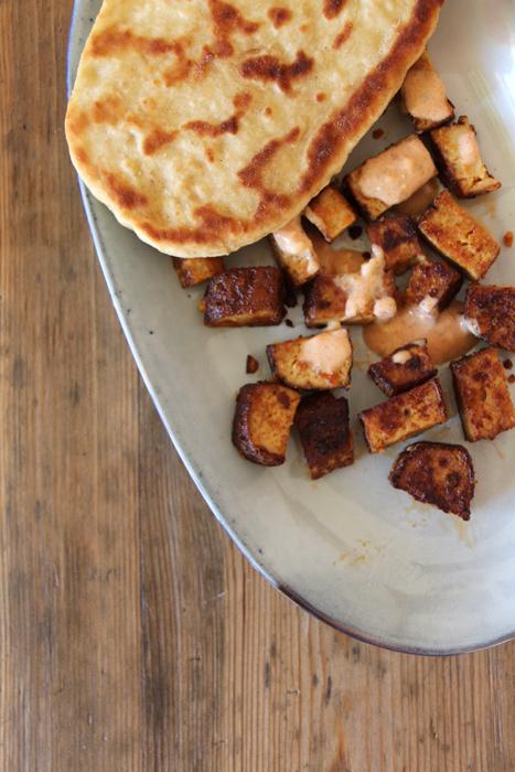 Vegan grillen: Naan und Tofu-Spieße