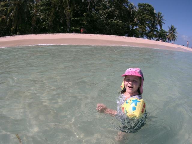 Helia en las playas de Panama