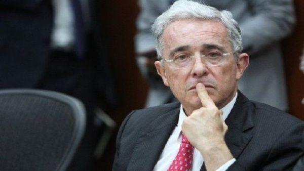 Corte Suprema de Justicia de Colombia cita a Uribe Vélez