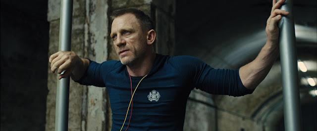 Un James Bond fatigué (Daniel Craig) dans Skyfall, réalisé par Sam Mendes (2012)