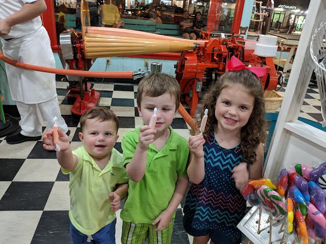 Gatlinburg, vacation, travel, family fun, free in Gatlinburg, taffy making, taffy, candy shop, how to make taffy, to do with kids,  Gatlinburg attraction,