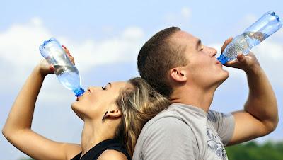 Es importante estar bien hidratado para perder peso