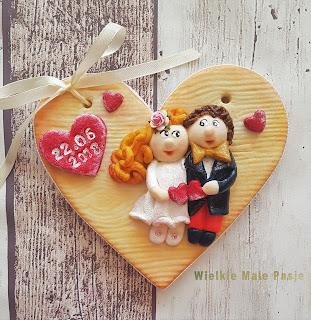masa solna, solne ciasto, serce, serce z masy solnej, serce ręcznie robione, malowanie, ręcznie malowane, ślub, para młoda, prezent na ślub, prezent na ślub ręcznie robiony, pomysł na prezent na ślub, dla nowożeńców, ślubne dekoracje,salt mass, salt cake, heart, salt heart, hand-made heart, painting, hand-painted, wedding, young couple, wedding gift, hand-made wedding gift, wedding gift idea, bridal, wedding decorations, salt dough, соль, соль, сердце, сердце соли, сердце ручной работы, живопись, ручная роспись, свадьба, молодая пара, свадебный подарок, ручной свадебный подарок, идея свадебного подарка, свадебные, свадебные украшения, Salz Masse, Salz Kuchen, Herz, Salz Herz, handgemachte Herz, Malerei, handbemalt, Hochzeit, junges Paar, Hochzeitsgeschenk, handgemachte Hochzeitsgeschenk, Hochzeitsgeschenkidee, Braut-, Hochzeitsdekorationen,masa de sal, torta de sal, corazón, corazón de sal, corazón hecho a mano, pintura, pintado a mano, boda, pareja joven, regalo de boda, regalo de boda hecho a mano, idea de regalo de boda, novia, decoraciones de la boda,