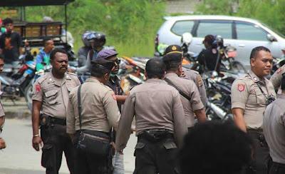 Polisi Larang Jurnalis Memotret Aksi Demo Mahasiswa di Papua