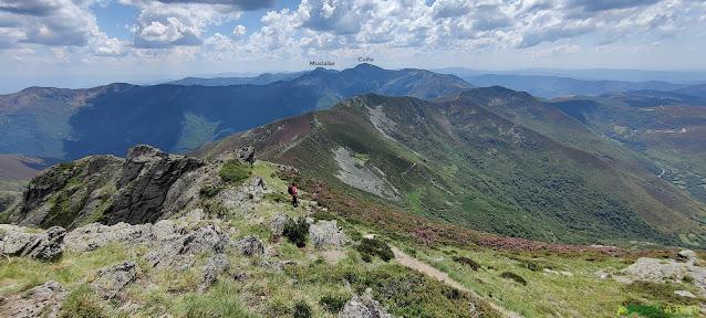 Descendiendo el Pico Miravalles