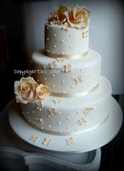 wedding cake avorio con rose e ortensie