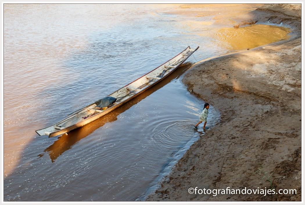 barcas locales en laos