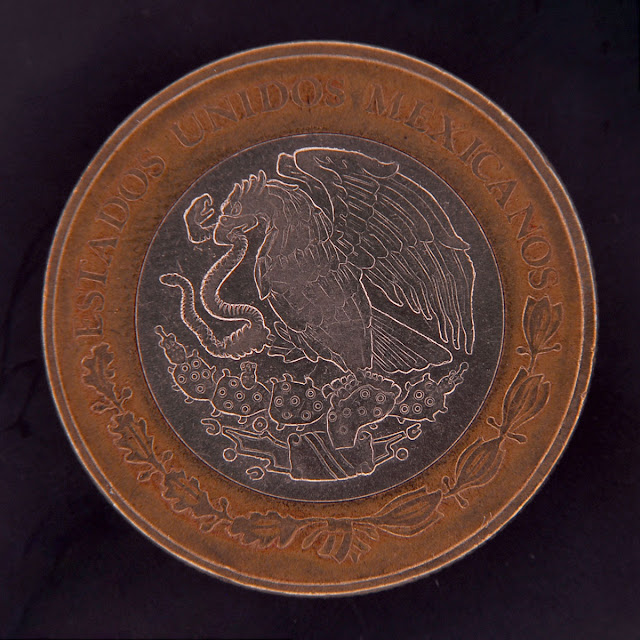 Coin photography using the dark field lighting technique