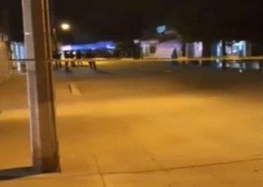 """VIDEO.- Así se encontraba anoche la casa donde Sicarios ejecutaron a El Cesarin hijo del """"Señor de Los Cielos"""" vigilada repleta de policías"""