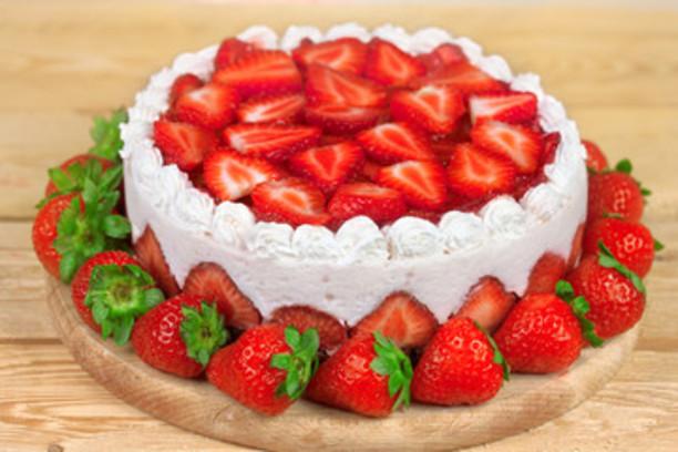 Torta helada de frutilla y merengue