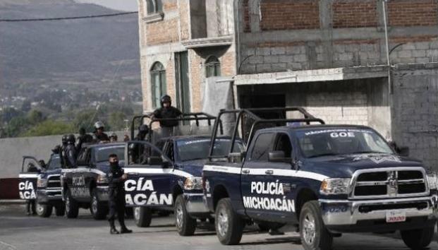 ¡Apoyo, chin…, apoyo!: policías rodeados de narcos