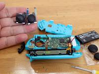 Nintendo Switch Joy-con対応 交換部品 2個 センサー アナログジョイスティック【左/右】スティック キャップ 2個付き 修理ツール 精密ドライバーセット