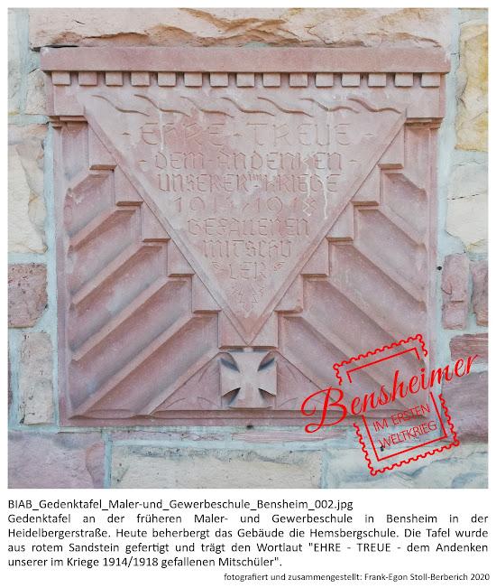 """BIAB_Gedenktafel_Maler-und_Gewerbeschule_Bensheim_002.jpg Gedenktafel an der früheren Maler- und Gewerbeschule in Bensheim in der Heidelberger Straße. Heute beherbergt das Gebäude die Hemsbergschule. Die Tafel wurde aus rotem Sandstein gefertigt (Maße: ca. 100 cm x 100cm) und trägt den Wortlaut """"EHRE - TREUE - dem Andenken unserer im Kriege 1914/1918 gefallenen Mitschüler"""". Fotografiert und zusammengestellt von Frank-Egon Stoll-Berberich, 2020."""