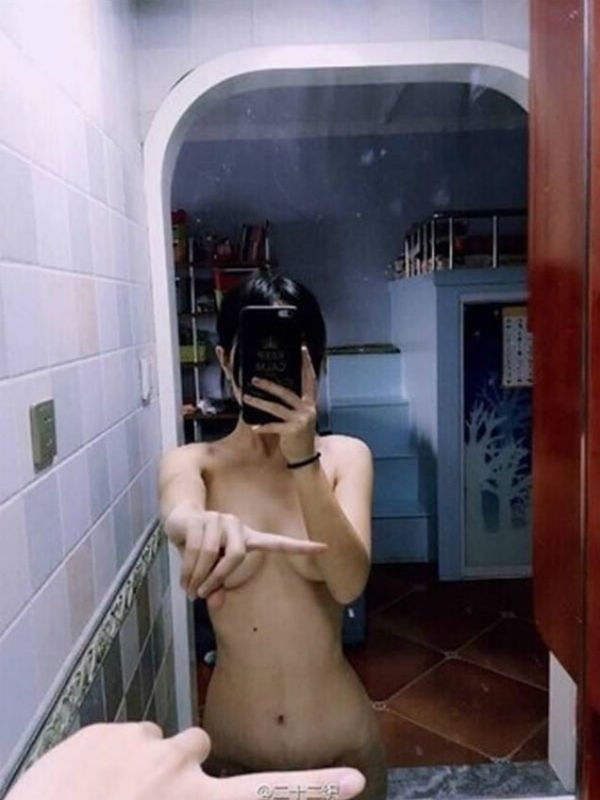 One_Finger_Selfie_Challenge_02.jpg